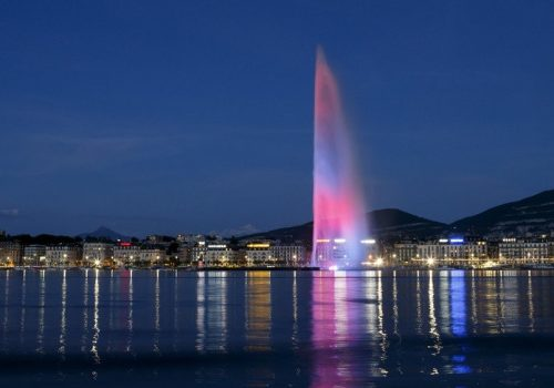 Vue de nuit du Jet d'eau de Genève